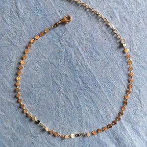 Jewelry - Gold choker necklace.